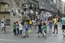 Central city bubble man & children