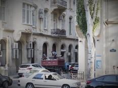 Ah, a ZIL 130. Baku.