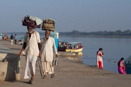 Pilgrims at Maheshwar