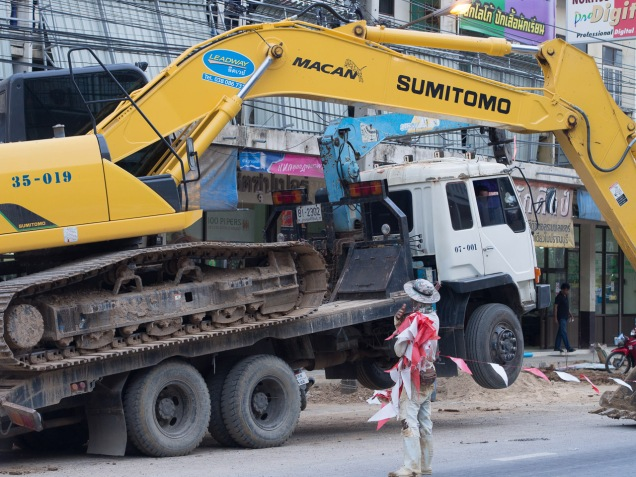 How to load a digger, the Thai way.